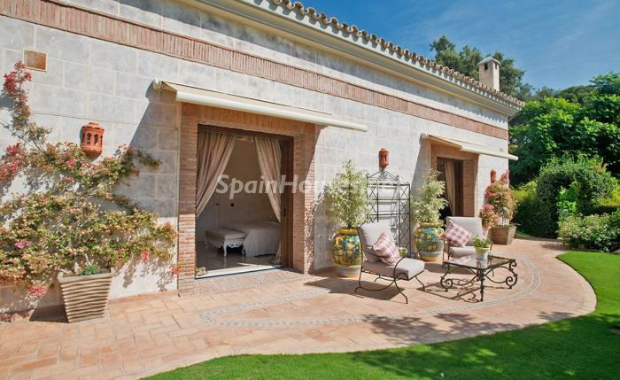 24. House for sale in Benahavís Málaga 1 - For sale: Impressive villa in Benahavís (Málaga), don't miss the pictures!