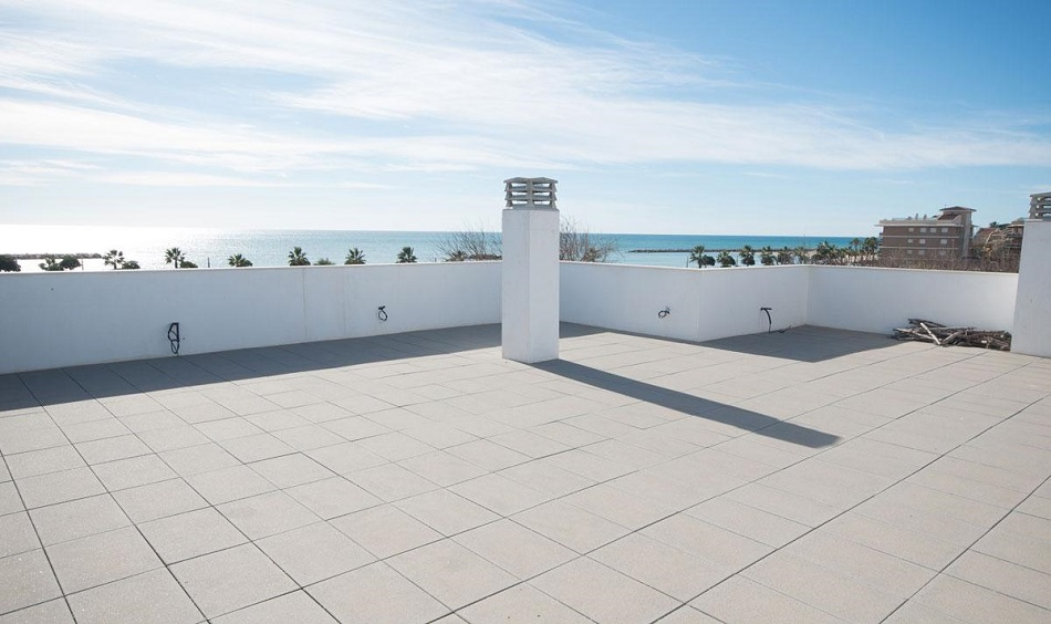 25. Beach house in Cambrils Tarragona 1 - For Sale: Beach House in Cambrils, Tarragona