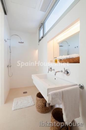 25. Villa for sale in Ibiza Balearic Islands - For Sale: Stunning Villa in Ibiza, Balearic Islands