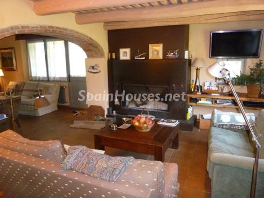 25518291 1227950 foto25845046 - Beautiful Country House for Sale in Sils, Girona
