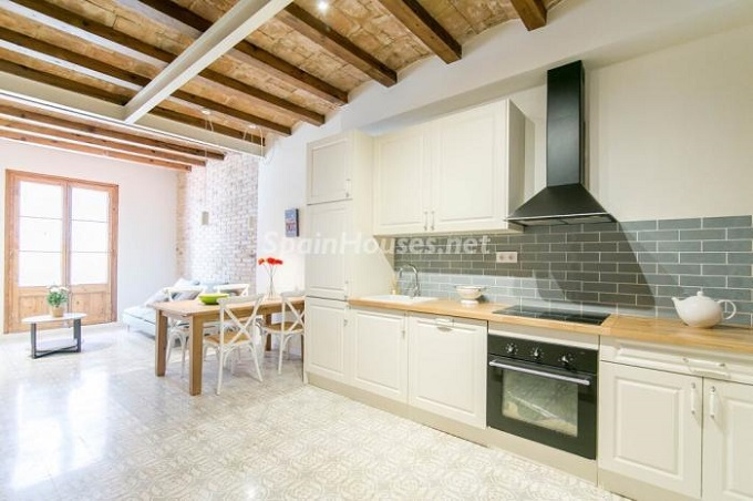 3. Apartment for sale in Barcelona 1 - For Sale: Fully Renovated 2 Bedroom Apartment in Barcelona city