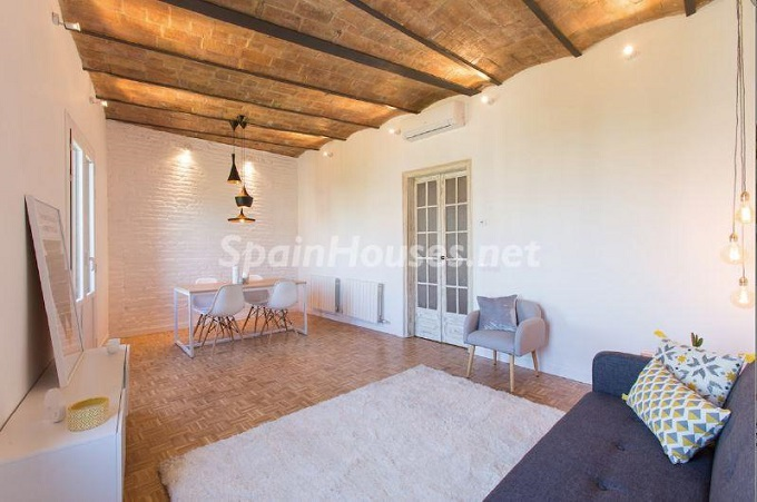3. Apartment for sale in Barcelona - For Sale:  Renovated Apartment in Barcelona