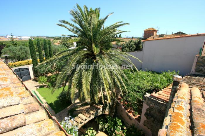 3. Estate for sale in Vilamacolum (Girona)