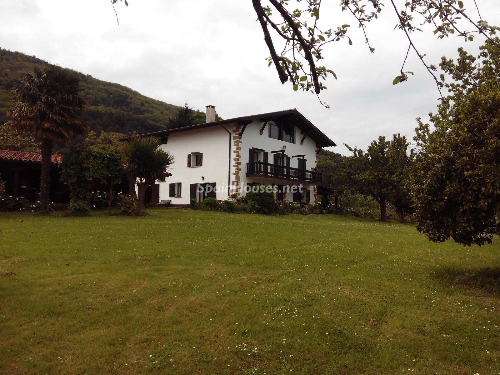3. House for sale in Hondarribia Guipúzcoa - Charming Country House in Hondarribia, Guipúzcoa