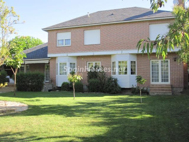 3. House for sale in Madrid - Classic Style Chalet for Sale in Boadilla del Monte, Madrid