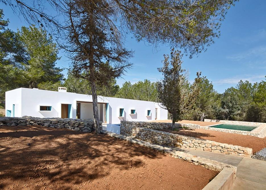 3. House in Ibiza Ca na Maria - Ca na Maria: a dreamy white house in Ibiza