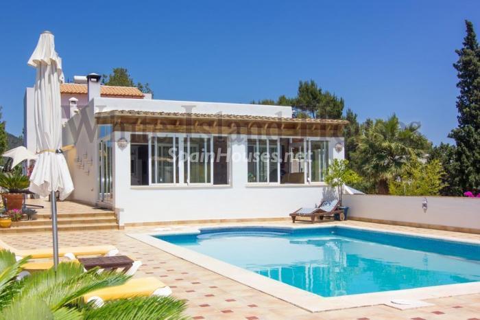3-villa-for-sale-in-santa-eulalia-del-rio-ibiza