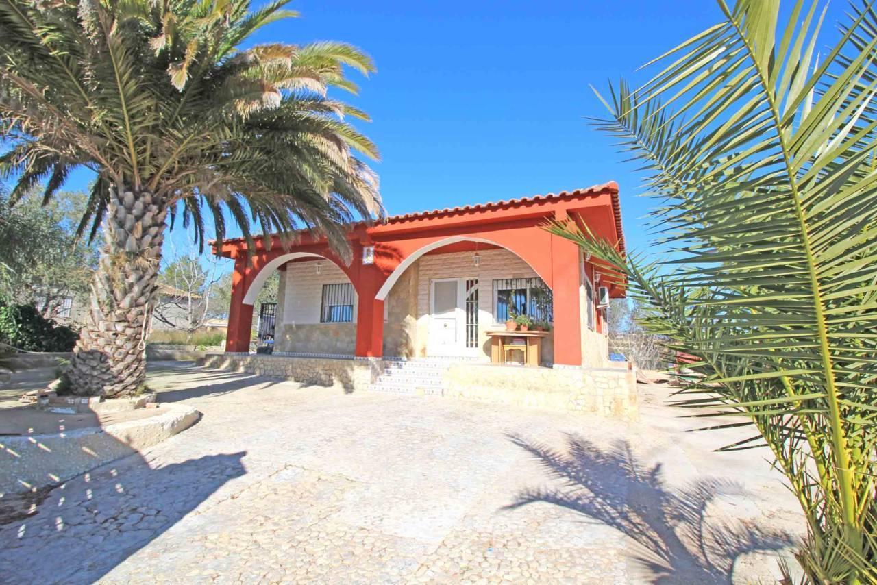 30436083 1897887 foto 701876 - Bargain Alert! Houses For Sale Under €200,000