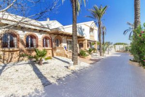 Sand dunes and sea in a beautiful chalet in Cañada del Molino (Torrevieja, Alicante)