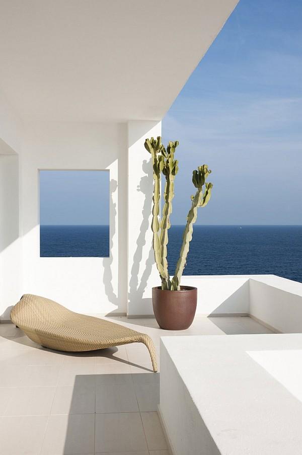 32 - Minimalist Home in Ibiza (Spain)
