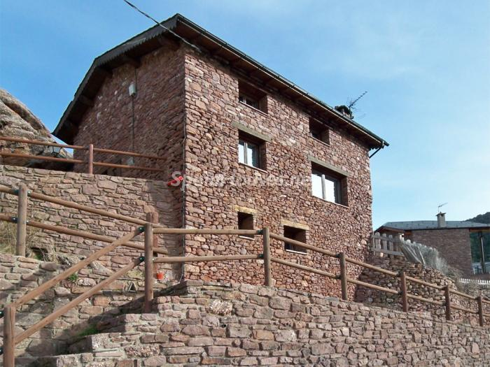 322 - Country House for sale in the Pyrenees, Lleida Province