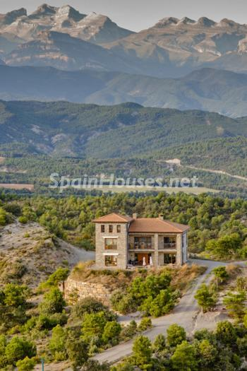 326 - Outstanding Country House for Sale in the Pyrenees