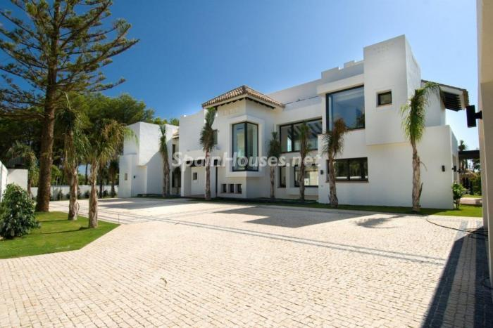 327 - Stunning Villa for Sale in Marbella, Costa del Sol