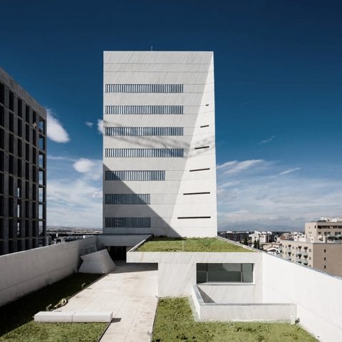 328 - Architecture: Health Sciences Faculty in Granada