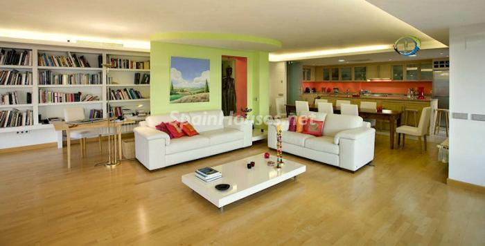 Open plan living room, dining & kitchen