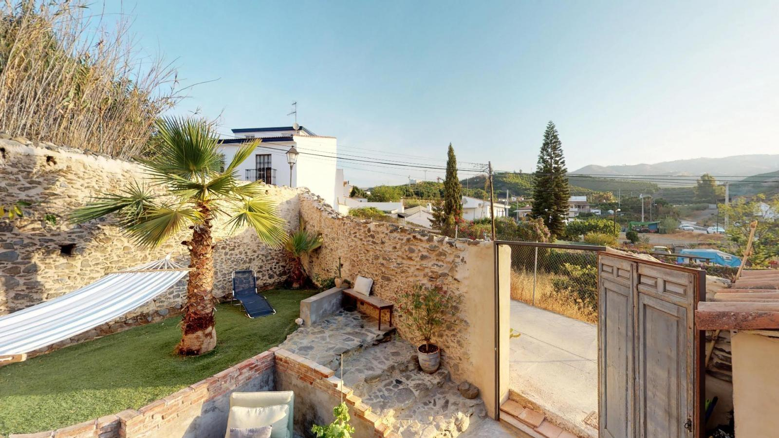 39564418 3303414 foto 749065 - Outdoor life in this charming townhouse in Velez-Málaga