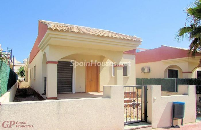 39907323 1643543 foto 942929 - Homes for Sale: 8 Listings Under €90,000 in Torrevieja, Alicante
