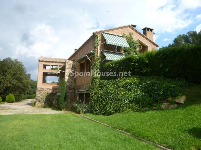 4 House for sale - Large Mountain House For Sale in Caldes de Montbui (Barcelona)