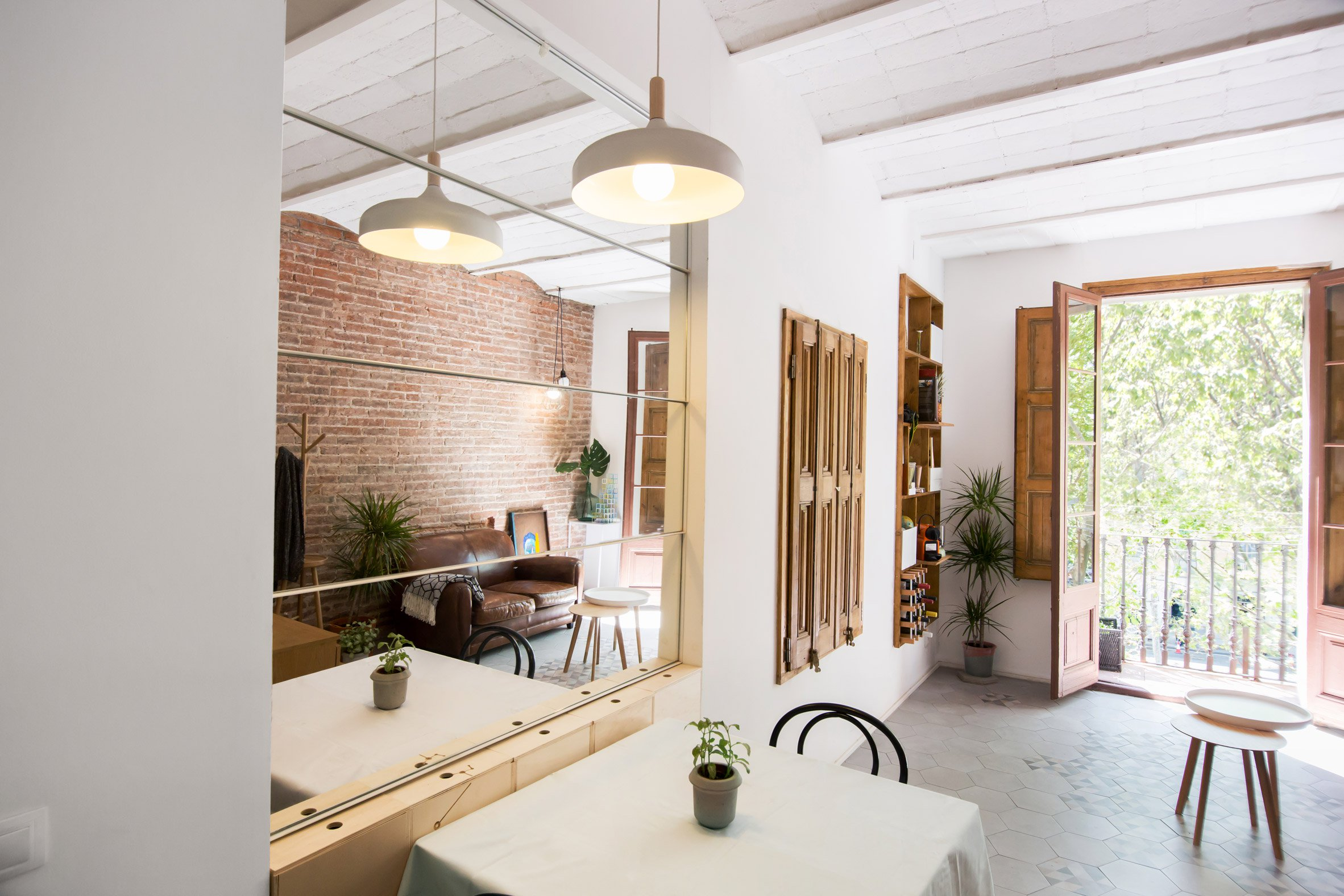 4. A 25 square metre apartment in Barcelona by Naimi Architecture - A 25-square-metre apartment in Barcelona by Naimi Architecture