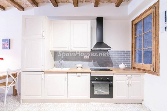 4. Apartment for sale in Barcelona 1 - For Sale: Fully Renovated 2 Bedroom Apartment in Barcelona city