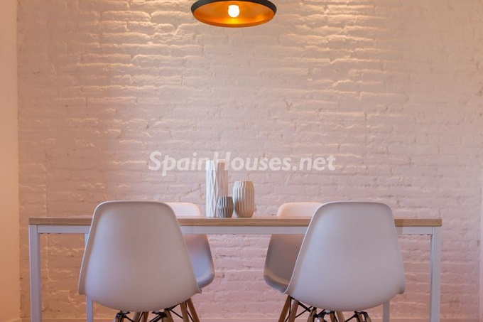 4. Apartment for sale in Barcelona - For Sale:  Renovated Apartment in Barcelona