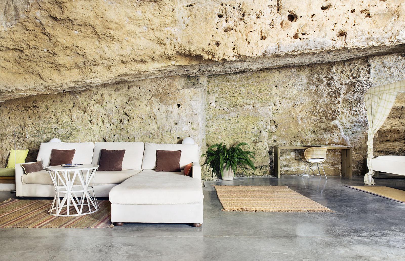 4. Cave House in Villarrubia Córdoba - Casa Tierra: a Cave House in Córdoba by UMMO Estudio