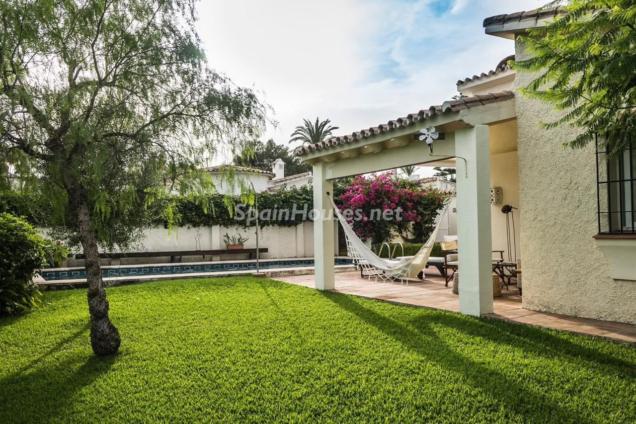 4. Detached villa for sale in Estepona - Beautiful light-filled villa for sale in Estepona (Málaga)