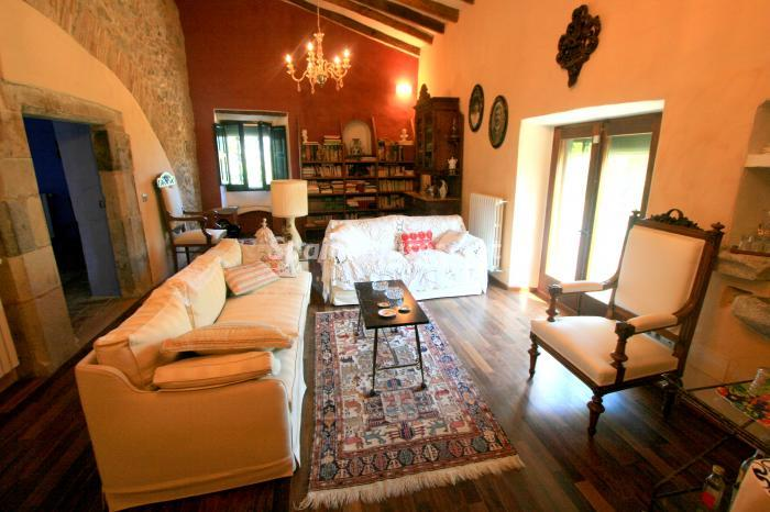 4. Estate for sale in Vilamacolum (Girona)