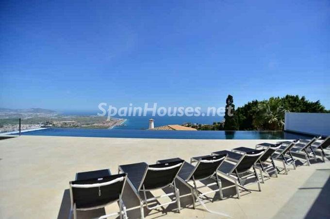 4. Holiday rental villa in Salobreña