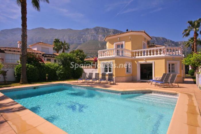 4. Holiday rental villa