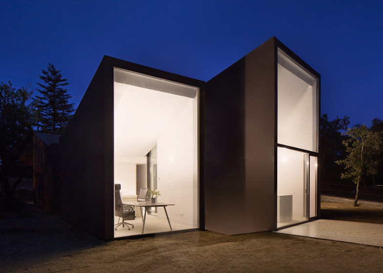4. House and Studio YC by RTA-Office
