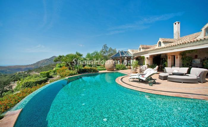 4. House for sale in Benahavís Málaga - For sale: Impressive villa in Benahavís (Málaga), don't miss the pictures!