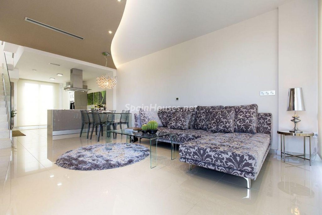 4. House for sale in Orihuela 1024x683 - Modern and stylish home for sale in Orihuela, Alicante