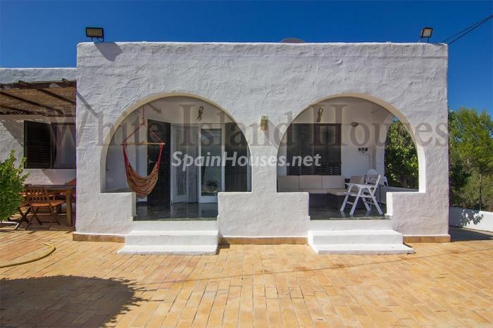 4. House for sale in Santa Eulalia del Río Balearic Islands - On the Market: Detached House in Santa Eulalia del Río, Balearic Islands