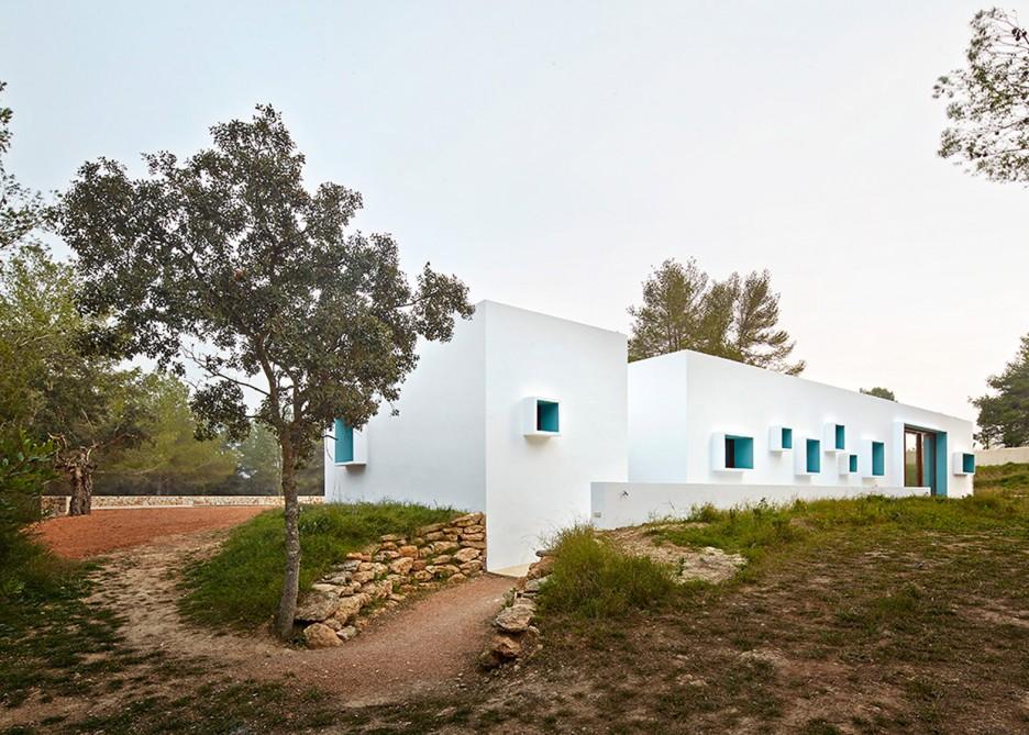 4. House in Ibiza Ca na Maria - Ca na Maria: a dreamy white house in Ibiza