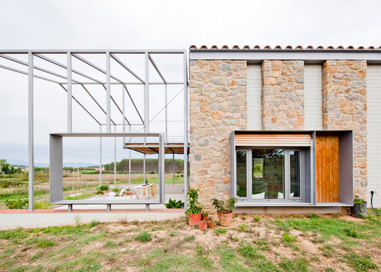 4. MMMMMS House - MMMMMS House by Anna and Eugeni Bach, in Girona