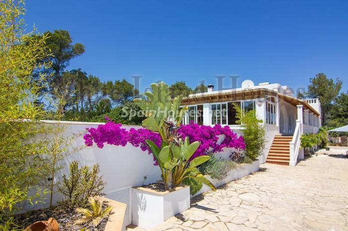 4-villa-for-sale-in-santa-eulalia-del-rio-ibiza