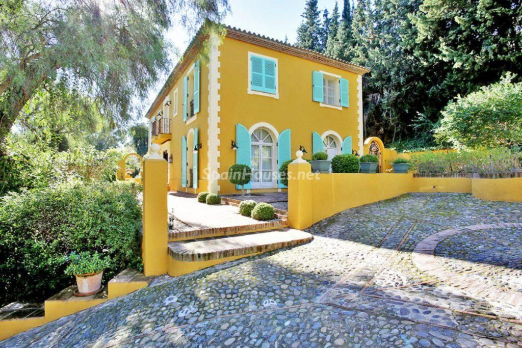 40701293 2097414 foto 114710 1024x683 - A French style fills Malaga with this spectacular house