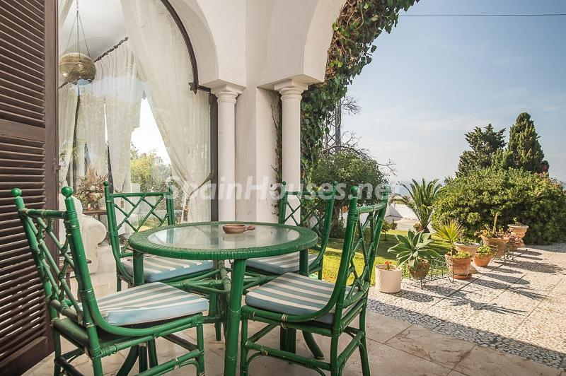 43260 945161 foto 460149 - Perfect villas to enjoy all the advantages offered by a porch