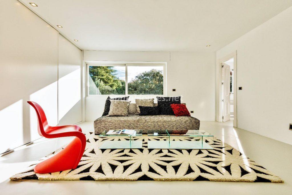 "43339380 2113526 foto 012426 1024x682 - Luxury villa with an original ""Pop Art"" style in La Moraleja, Madrid"