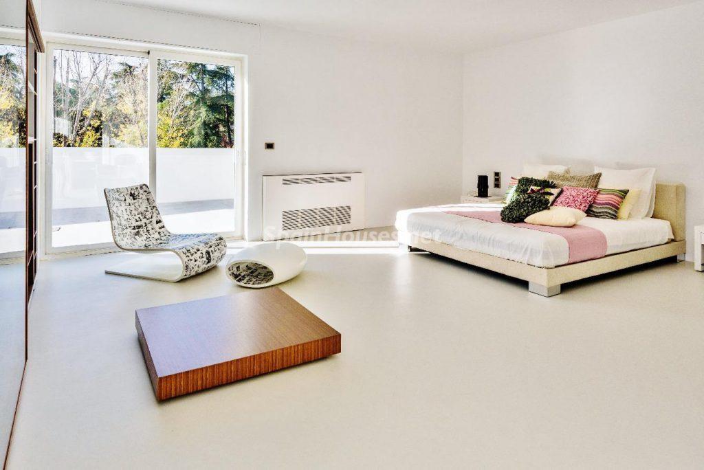 "43339380 2113526 foto 163181 1024x684 - Luxury villa with an original ""Pop Art"" style in La Moraleja, Madrid"