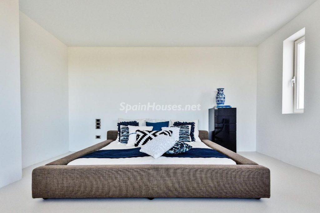 "43339380 2113526 foto 214825 1024x682 - Luxury villa with an original ""Pop Art"" style in La Moraleja, Madrid"