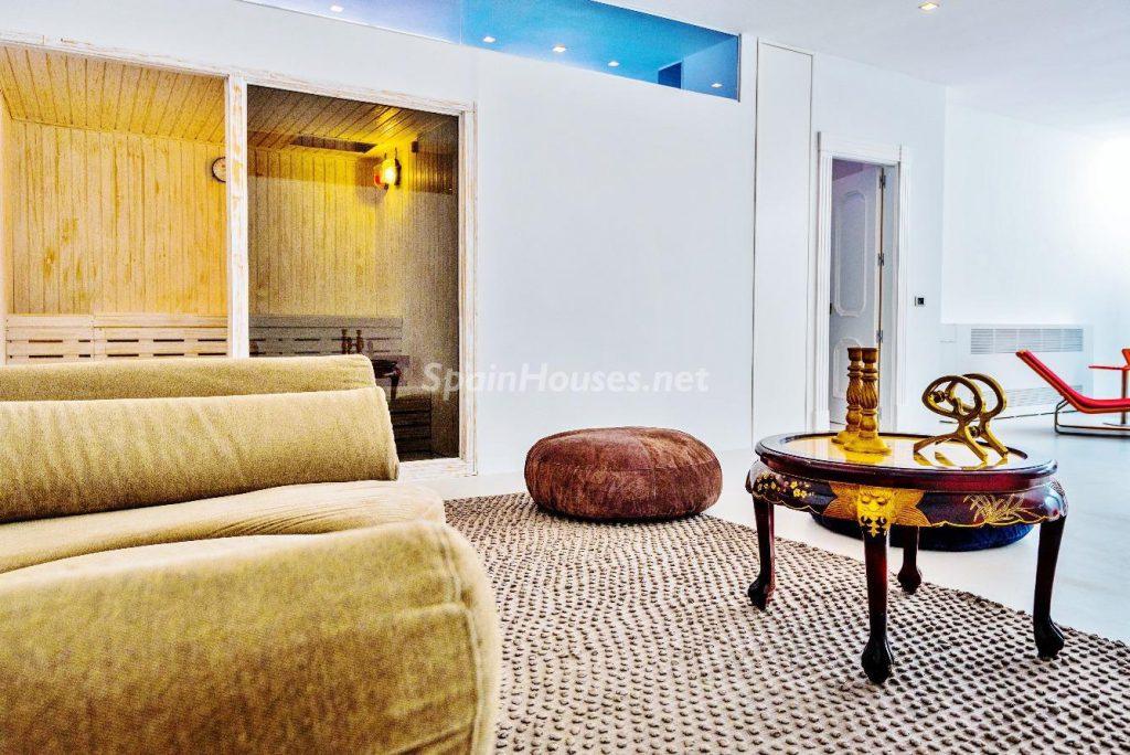 "43339380 2113526 foto 245118 1024x684 - Luxury villa with an original ""Pop Art"" style in La Moraleja, Madrid"
