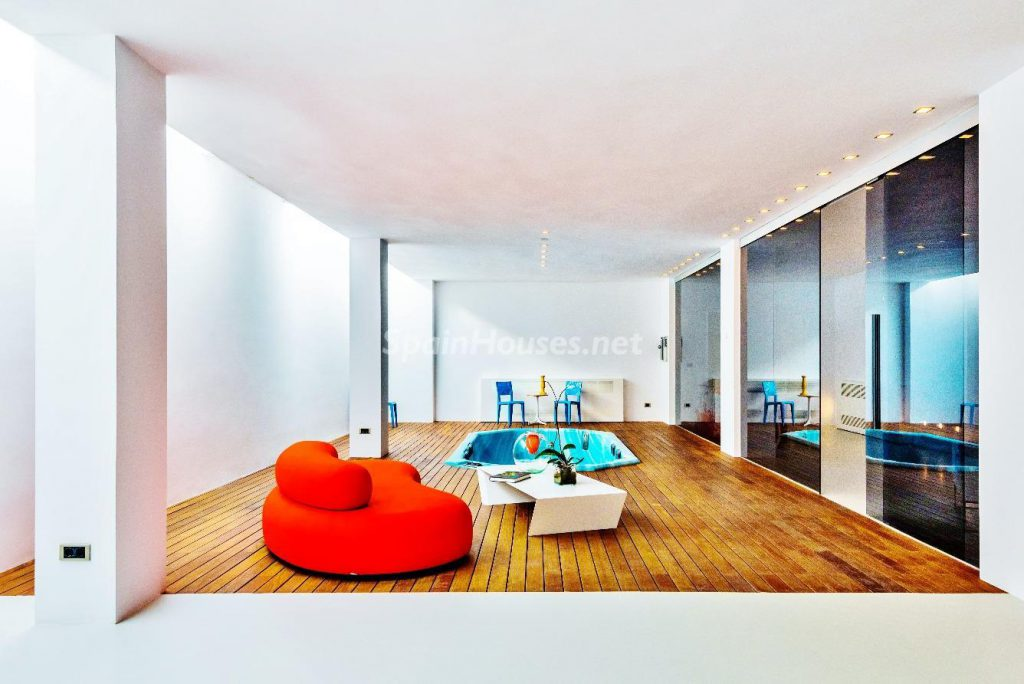 "43339380 2113526 foto 254169 1024x684 - Luxury villa with an original ""Pop Art"" style in La Moraleja, Madrid"