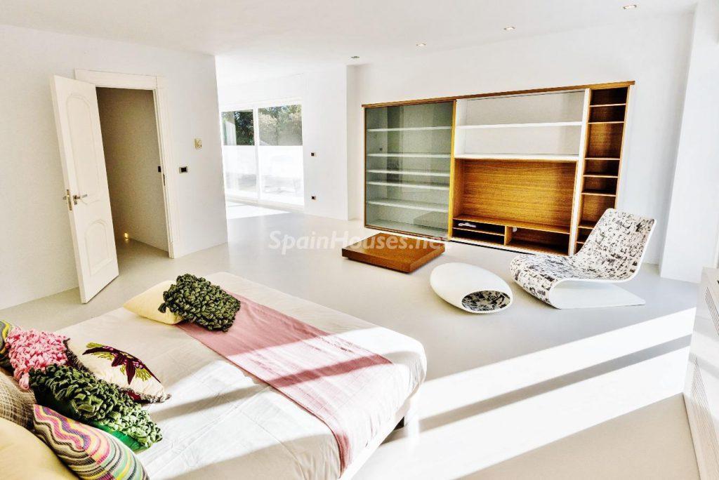 "43339380 2113526 foto 332435 1024x684 - Luxury villa with an original ""Pop Art"" style in La Moraleja, Madrid"
