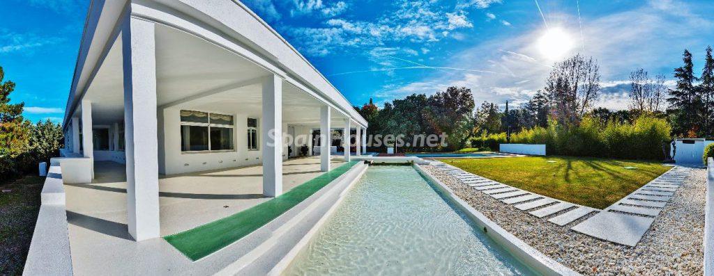 "43339380 2113526 foto 340356 1024x397 - Luxury villa with an original ""Pop Art"" style in La Moraleja, Madrid"