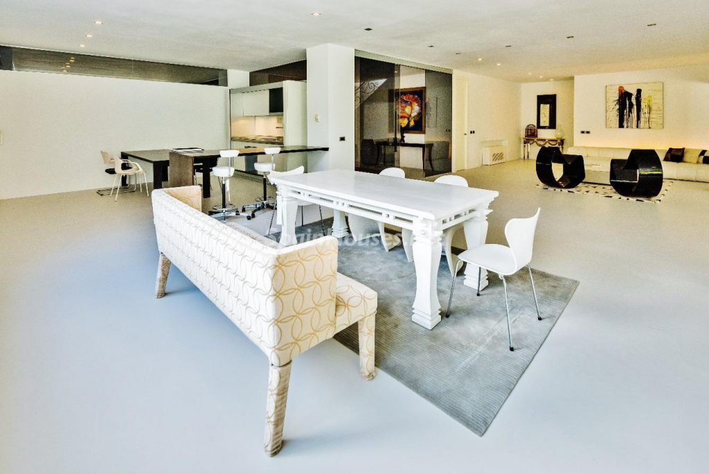 "43339380 2113526 foto 395541 1024x684 - Luxury villa with an original ""Pop Art"" style in La Moraleja, Madrid"