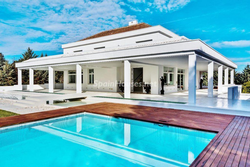 "43339380 2113526 foto 713179 1024x684 - Luxury villa with an original ""Pop Art"" style in La Moraleja, Madrid"