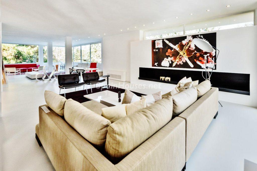 "43339380 2113526 foto 730320 1024x682 - Luxury villa with an original ""Pop Art"" style in La Moraleja, Madrid"