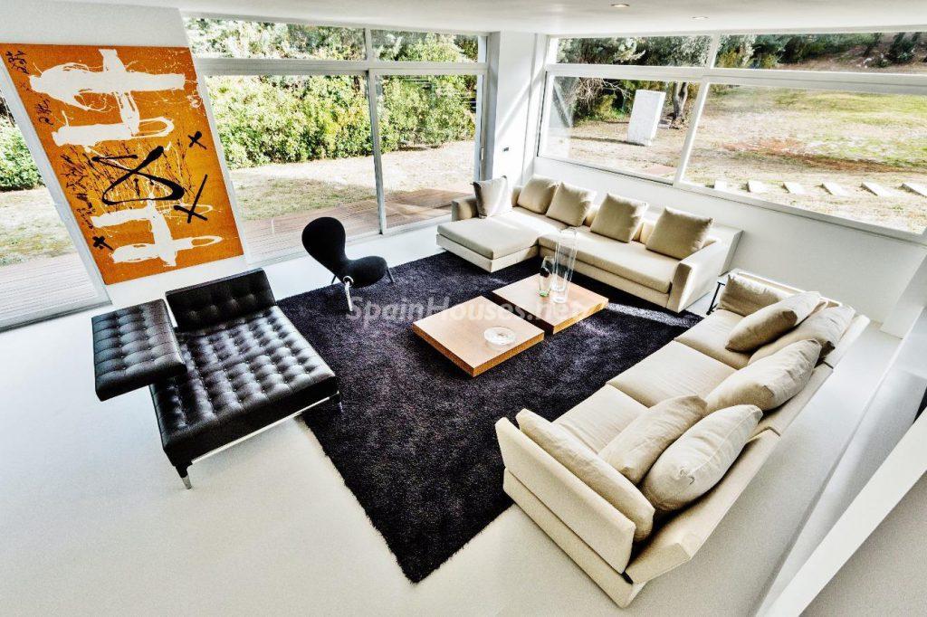 "43339380 2113526 foto 816607 1024x682 - Luxury villa with an original ""Pop Art"" style in La Moraleja, Madrid"
